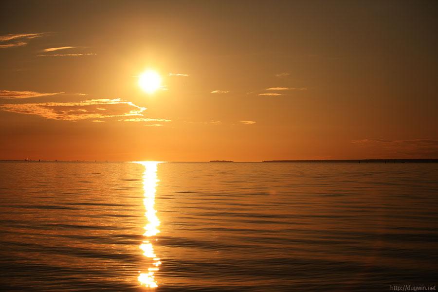 Залив, закат